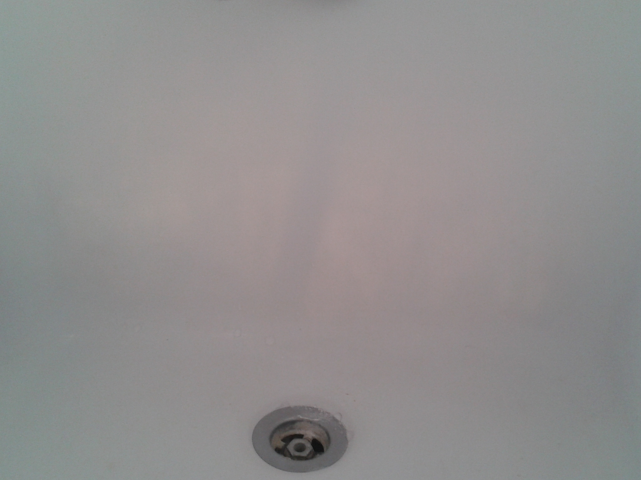 Here you need to pay attention... have a close look... Yeah, I can see the sun through the bathtub!
